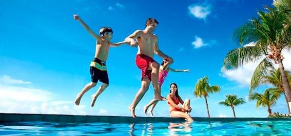 familia-piscina-particular